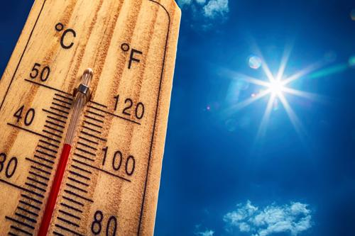 How Do Roofing Contractors Brave Extreme Weather Conditions?